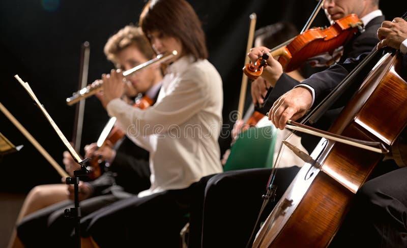 古典音乐音乐会:在阶段的交响乐团 库存照片