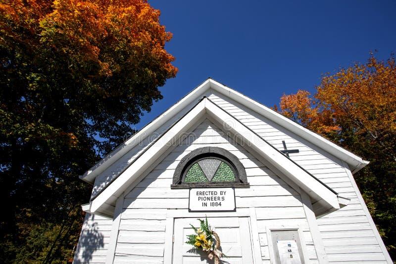 古国教会在秋天 免版税库存图片