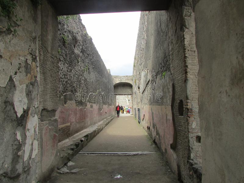 古城庞贝城,死于维苏威火山的爆发 与膏药和壁画踪影的被保存的大厦  库存图片