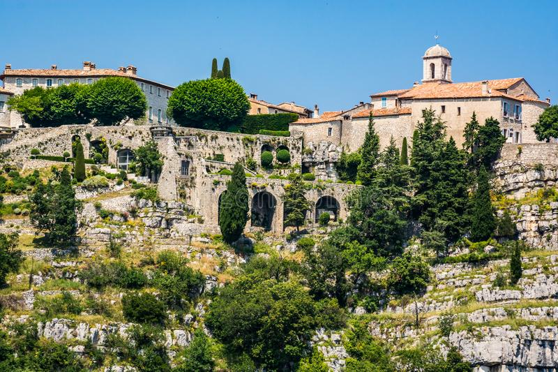 古尔东,法国- 2018年6月20日 在小山顶部的村庄古尔东在南法国 免版税图库摄影