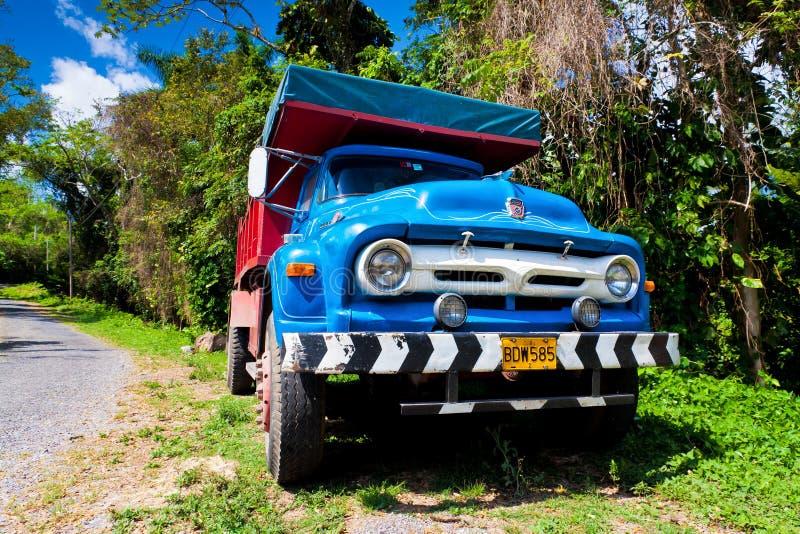 古巴浅滩老卡车 库存图片