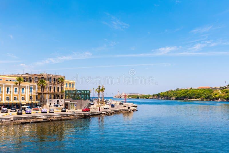 古巴,哈瓦那- 2017年5月5日:Malecon堤防的看法 复制文本的空间 免版税库存图片