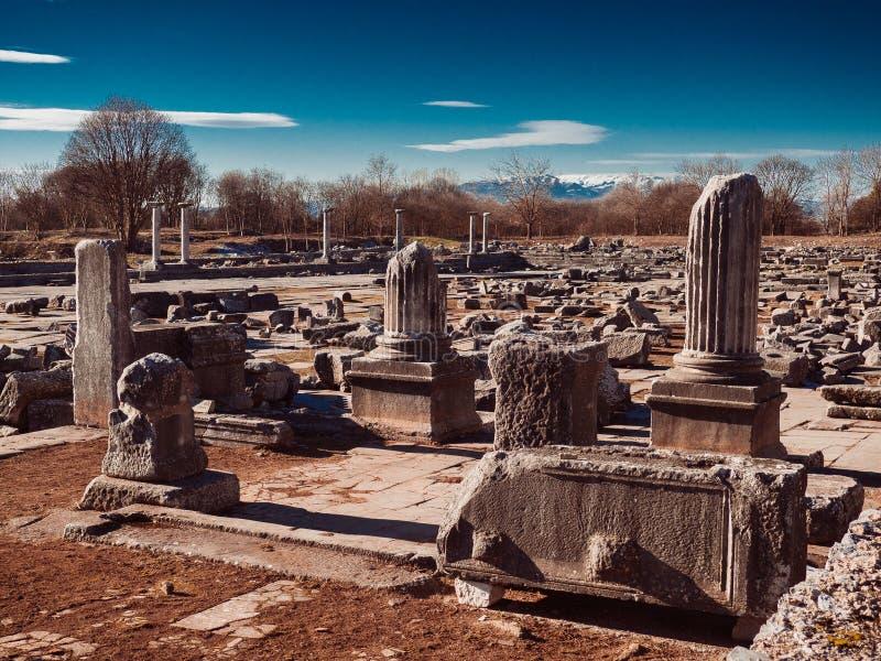 古希腊废墟、石平板、专栏和大厦基础在腓立比,希腊 免版税图库摄影