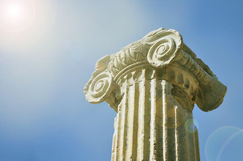 古希腊建筑学对象大理石柱离子样式 库存图片
