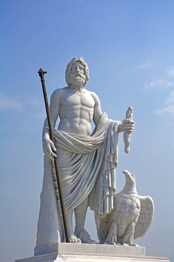 古希腊神话的国王的宙斯雕象 免版税库存照片
