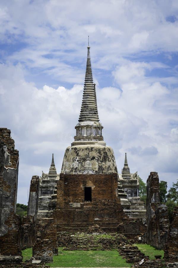 古庙和塔在阿尤特拉利夫雷斯泰国 免版税库存照片