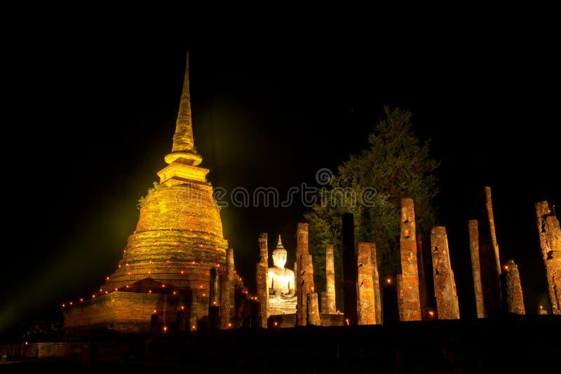 古庙在晚上 库存图片