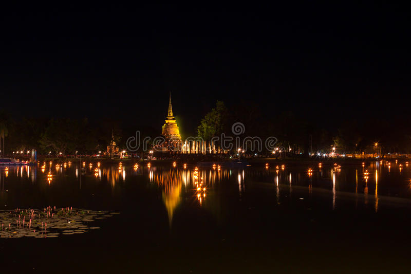 古庙在晚上 库存照片