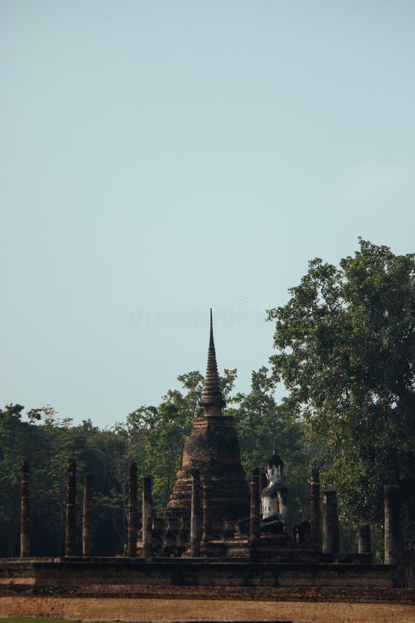 古庙美好的风景在sukhothai-historypark, Sukhothai,泰国的 库存图片