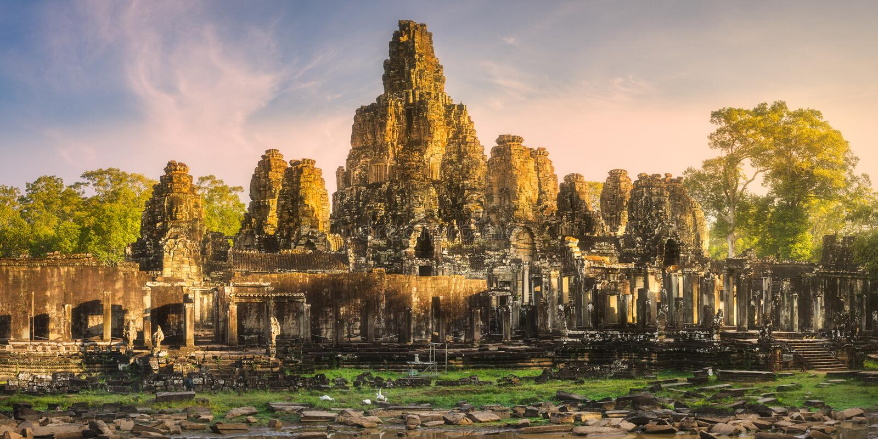 Download 古庙Bayon吴哥暹粒,柬埔寨 库存图片. 图片 包括有 光芒, 复杂, 表面, 掌上型计算机, 放光 - 111487881