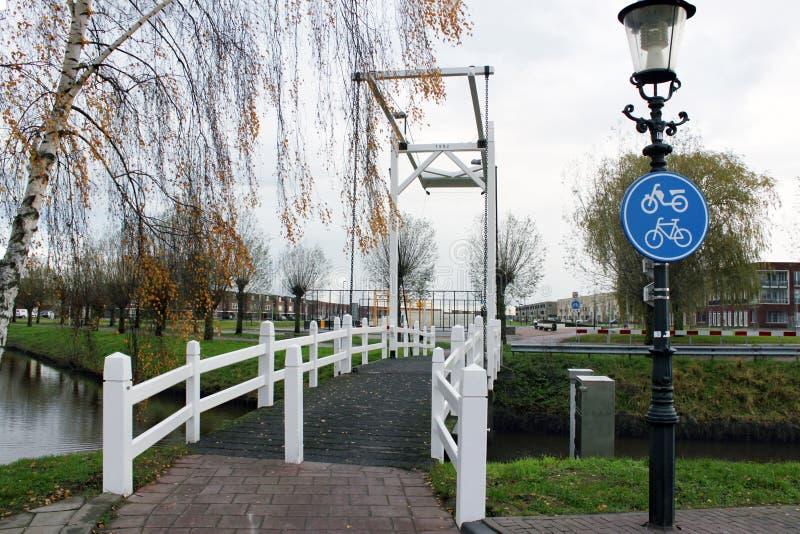 古板的小的桥梁在荷兰 库存图片