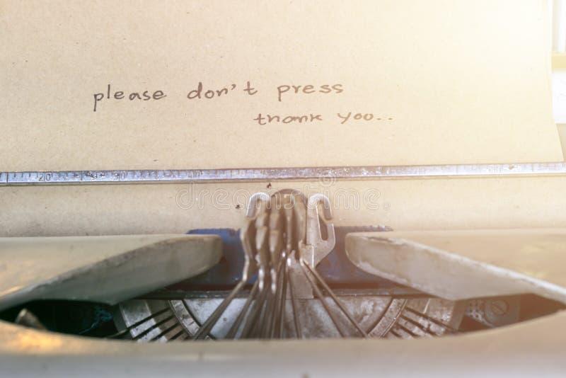 古板的打字机打印的纸 免版税库存图片