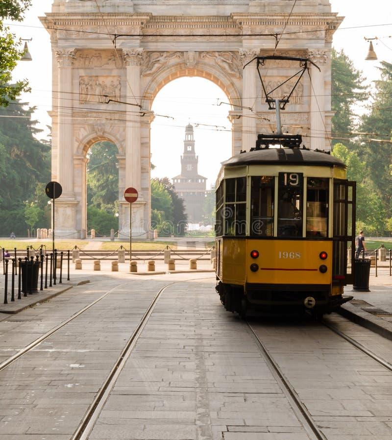 古板的电车在米兰 库存图片