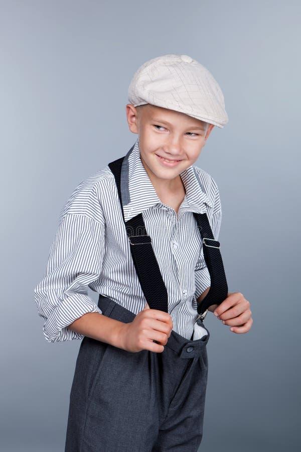 古板的男孩和看斜向一边 免版税库存图片