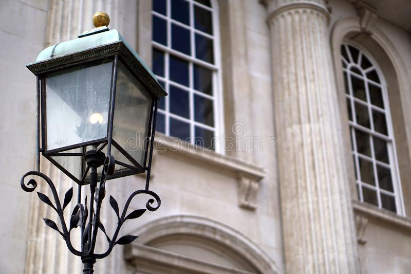 古板的街灯,参议院议院,剑桥,英国 库存照片. 图片 包括有 空白, 闪亮指示, 新古典主义, 拱道, 夹具