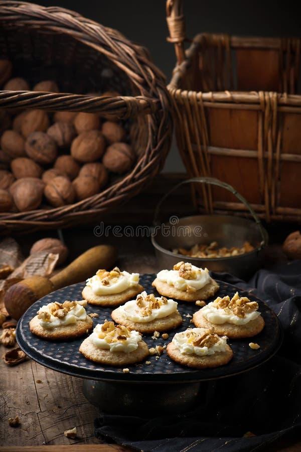 古板的酸性稀奶油曲奇饼 土气的样式 免版税库存照片