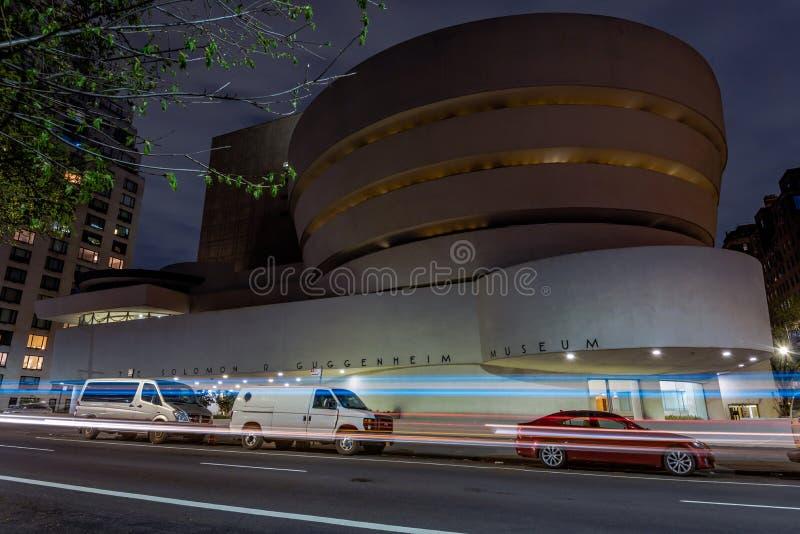 古根海姆美术馆在晚上 库存图片