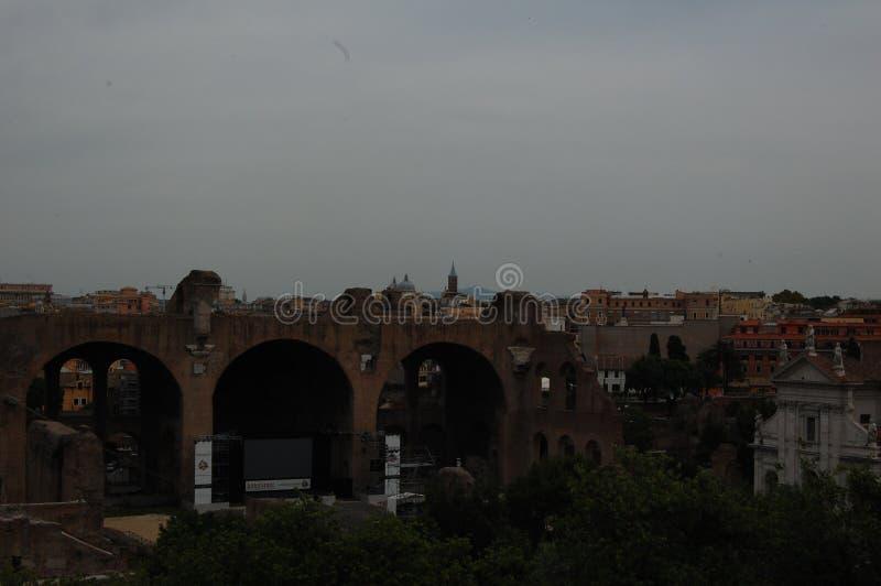 古罗马寺庙和考古遗址的遗骸在意大利罗马罗马罗马罗马论坛上引用 库存图片