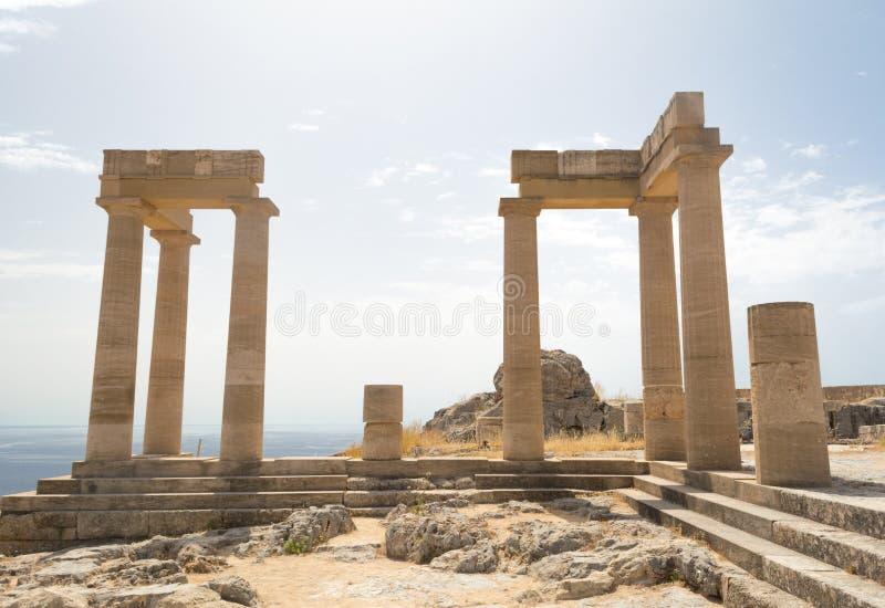 古老专栏在Lindos,罗得岛,希腊,欧洲上城  免版税库存照片