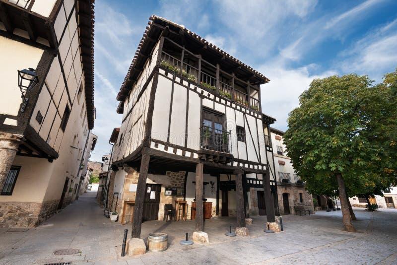 古老中世纪大厦在古城Covarrubias, B 图库摄影