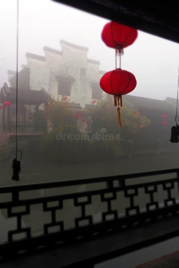 古老中国水镇,早晨薄雾 库存照片