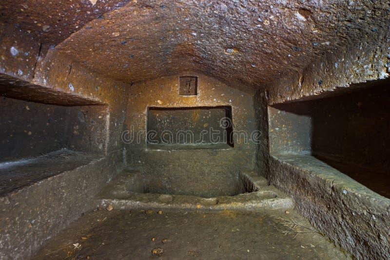 古老亚美尼亚洞坟墓掩埋处 免版税库存照片