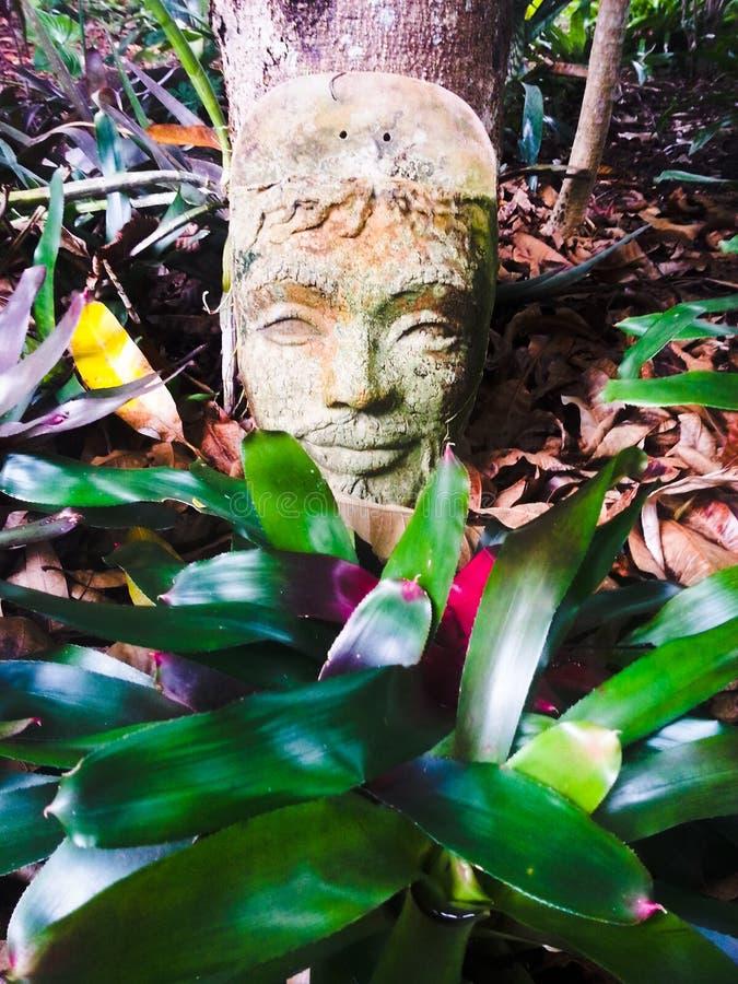 古老人面孔雕塑 图库摄影