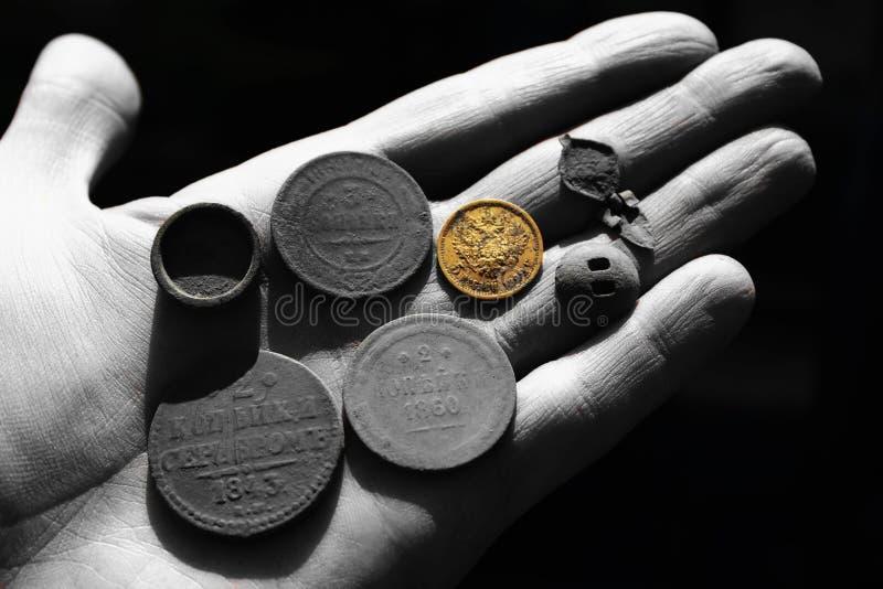 古老俄国铜和金币 免版税库存照片