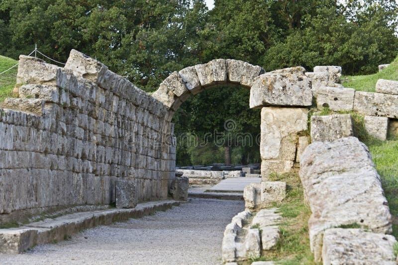 古老入口希腊奥林匹亚体育场 免版税库存图片