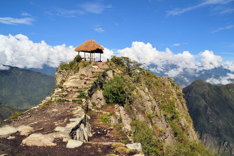 古老印加人足迹导致马丘比丘的,安地斯 免版税图库摄影