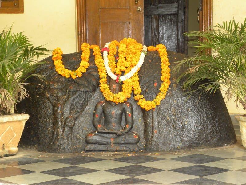 古老印度诗人Valmiki班格洛,卡纳塔克邦,印度- 2010 6月2日,黑石雕塑  库存照片