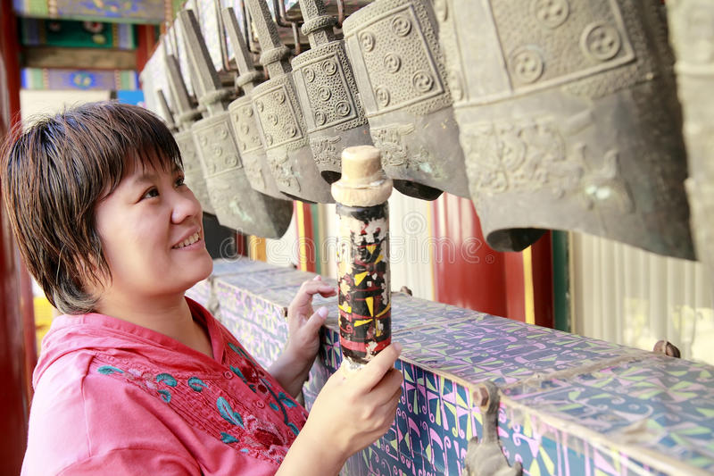 古老古铜色编钟汉语 库存图片