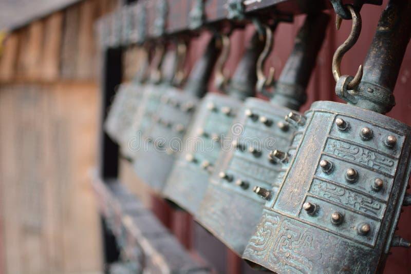 古老古铜色编钟汉语 免版税库存照片