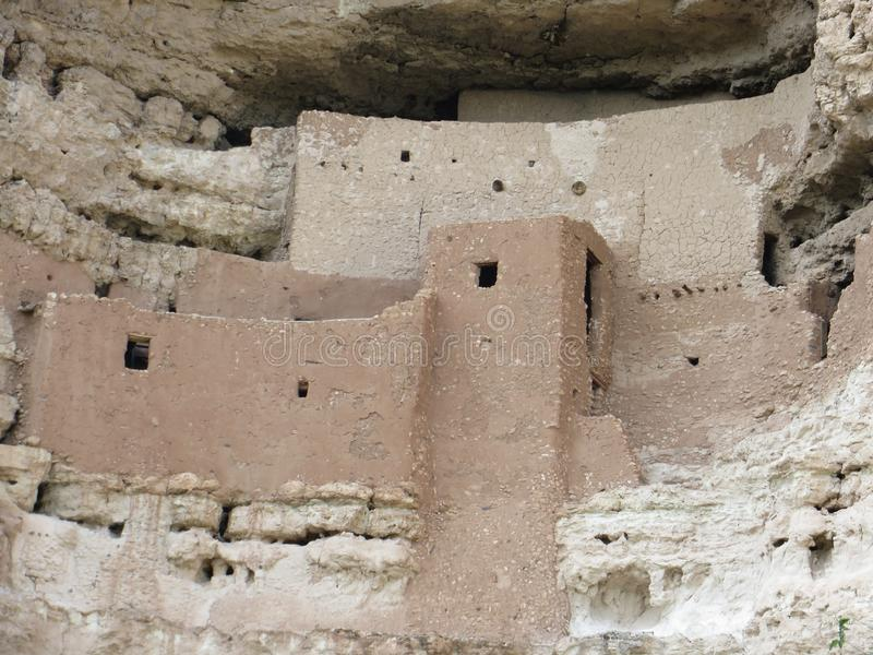 古老哥伦布发现美洲大陆以前窑洞在亚利桑那 免版税图库摄影