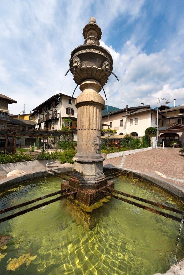 古老喷泉-莱维科泰尔梅意大利 免版税图库摄影