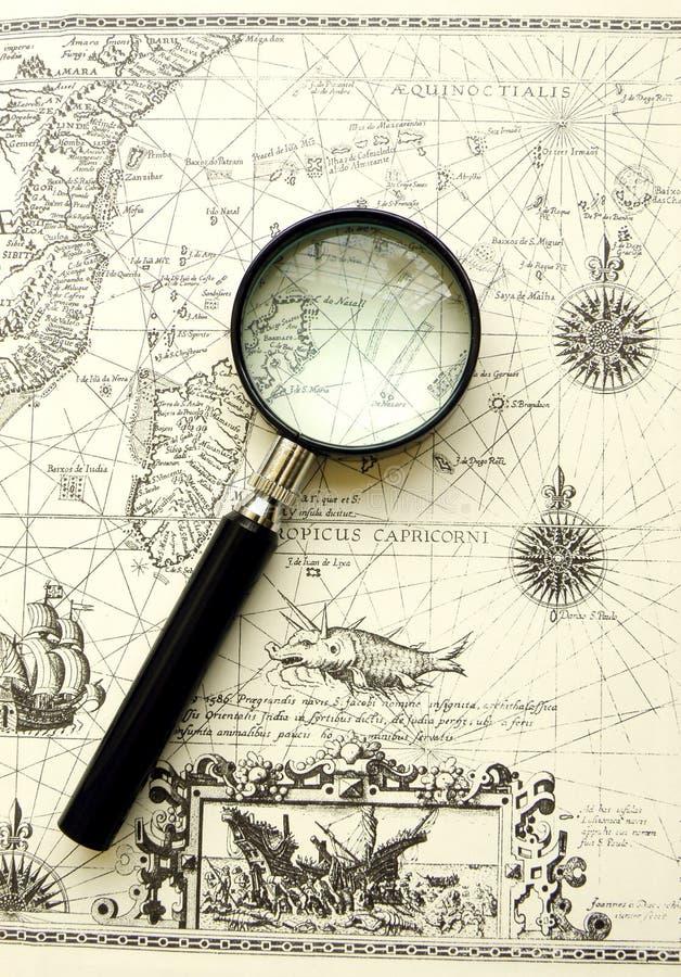 古老图表放大器映射老海运 免版税库存照片