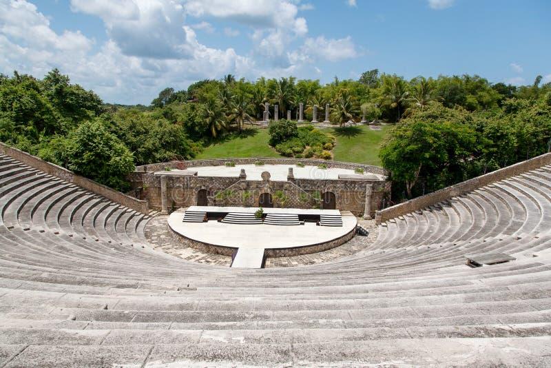 古老圆形露天剧场在Altos de Chavon,多米尼加共和国 免版税库存照片