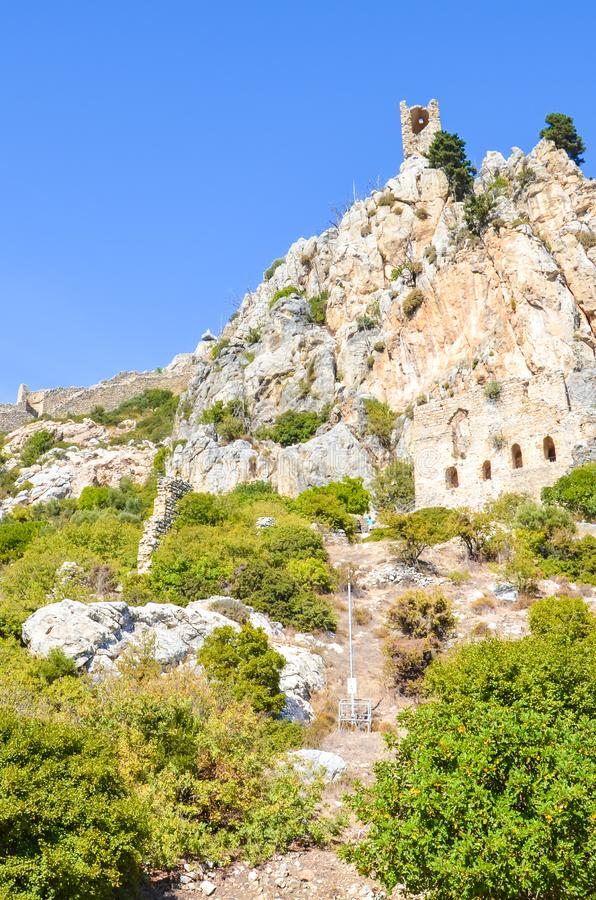古老圣徒Hilarion城堡在凯里尼亚地区,北赛普勒斯土耳其共和国 堡垒,最初修道院,从10世纪 库存照片