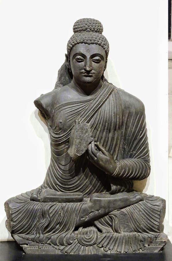 古老坐的Buddha& x27;s神象在博物馆保留 库存图片