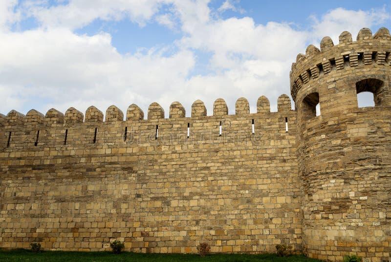 古老堡垒墙壁和城楼在巴库老镇,阿塞拜疆 库存照片