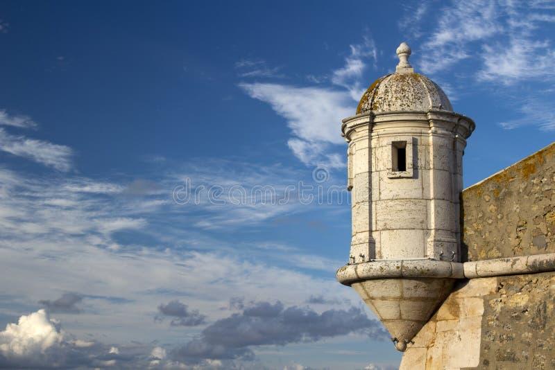 古老堡垒的塔在拉各斯,阿尔加威,葡萄牙 免版税库存照片
