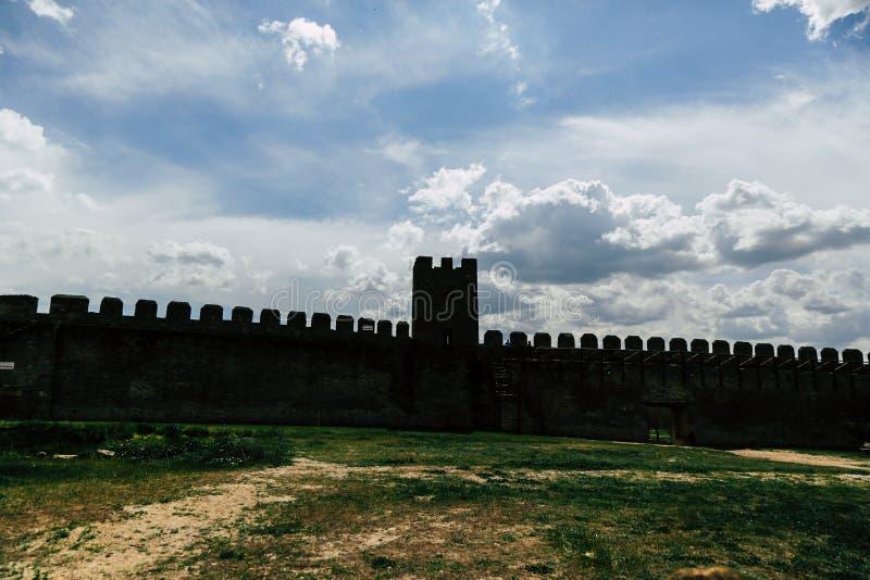 古老堡垒 设防墙壁和塔  免版税库存照片