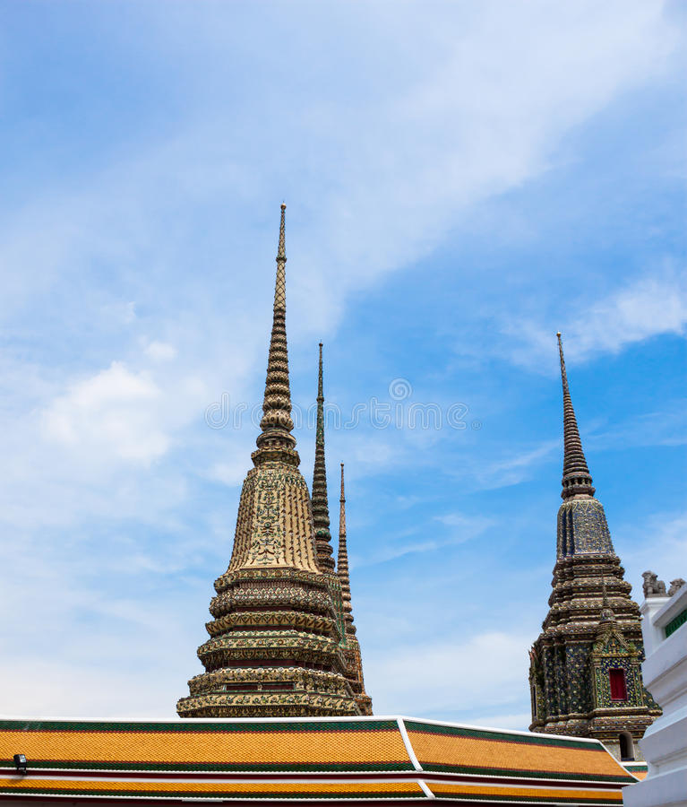 古老塔或Chedi在Wat Pho寺庙,泰国 图库摄影
