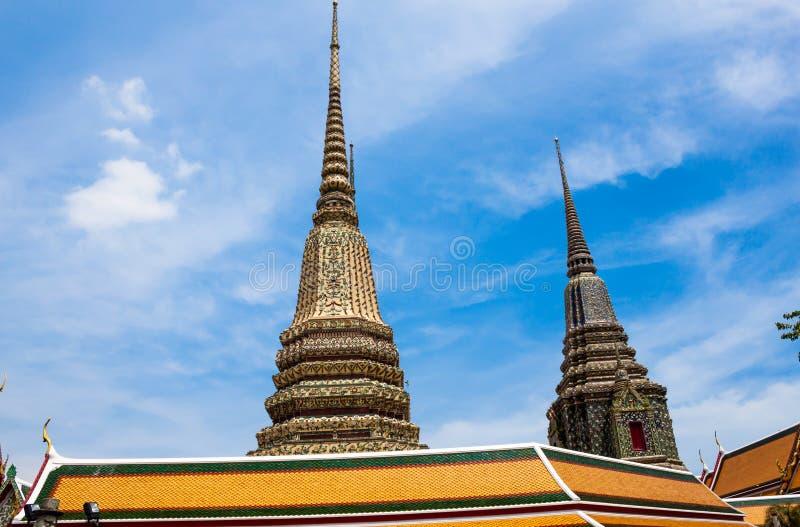 古老塔或Chedi在Wat Pho寺庙,泰国 免版税库存照片