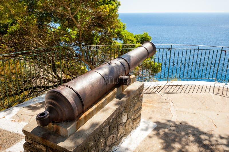古老大炮在Paleokastritsa,科孚岛 免版税库存图片