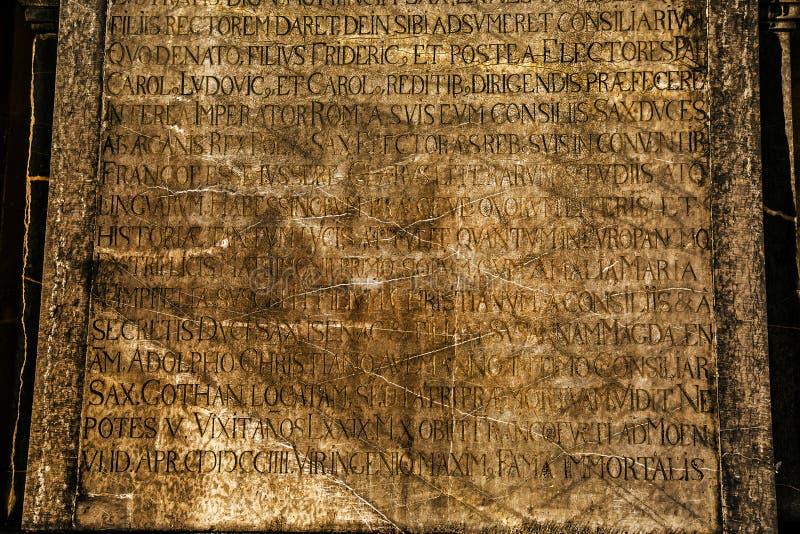 古老大理石石头和字母表 库存照片