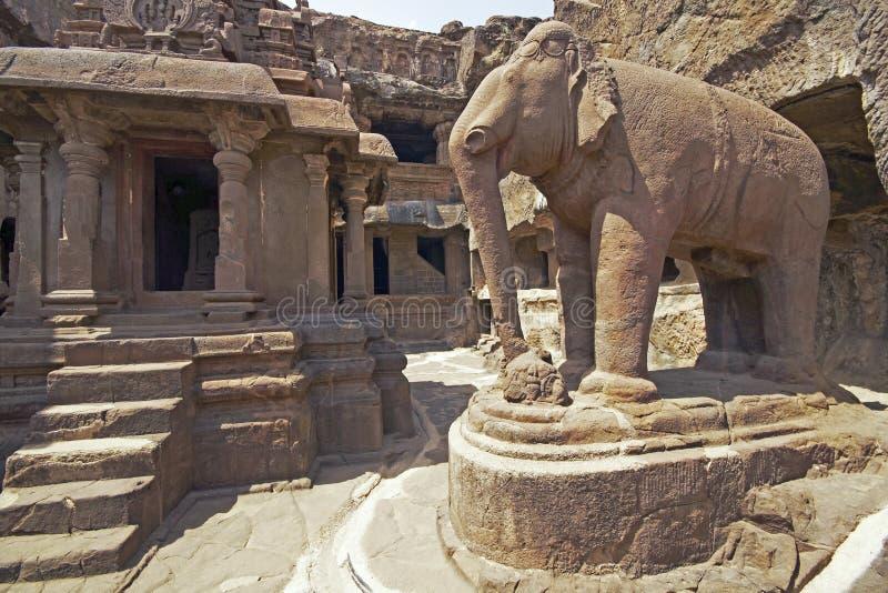 古老大象耆那教的外部雕象寺庙 免版税库存照片