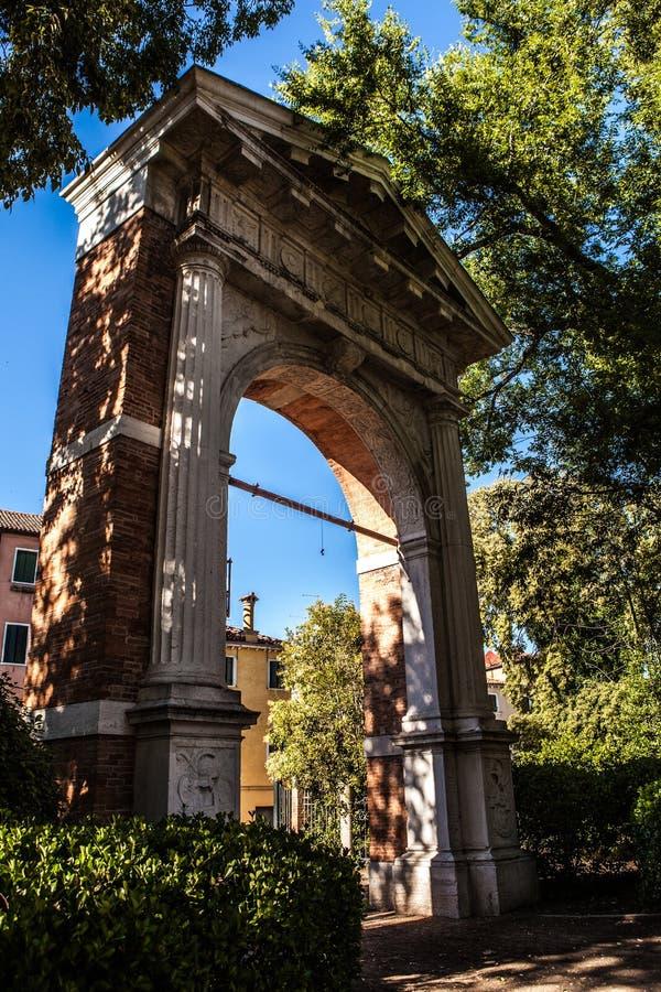 古老威尼斯式曲拱特写镜头 免版税图库摄影