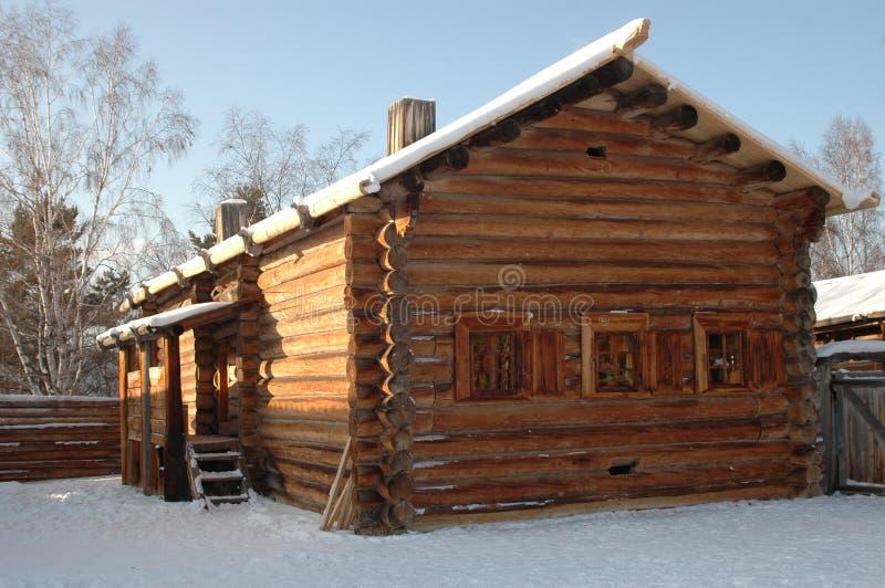 古老小屋日志俄语 免版税图库摄影