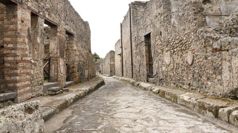 古老庞贝城砖街道视图的全视图 免版税库存照片